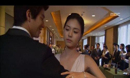 Lee Yeon Hee hóa thân thành Gook Young Ran trong 'Phía đông vườn địa đàng'