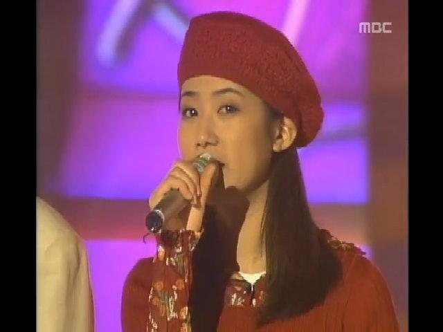 Shim Eun Ha thể hiện tài ca hát bên Son Ji Chang năm 1994