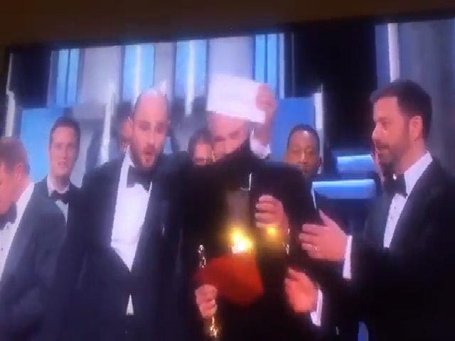 Khoảnh khắc công bố nhầm giải ở Oscar 2017