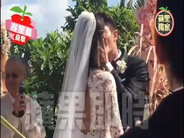 Lâm Tâm Như - Hoắc Kiến Hoa hôn nhau trong đám cưới