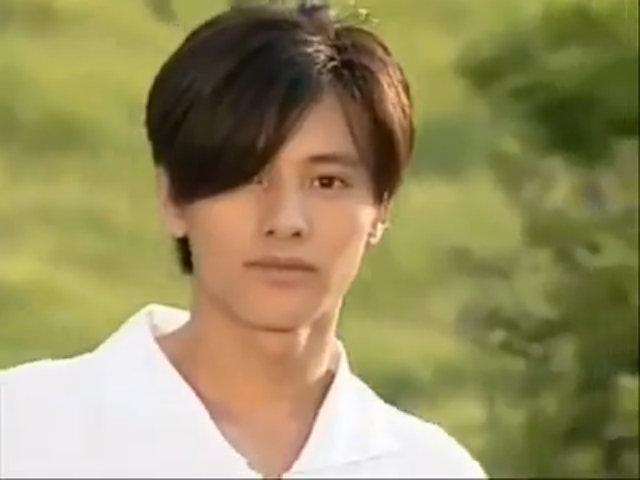 Won Bin điển trai trong bộ phim đầu tay đóng cùng Kim Hee Sun