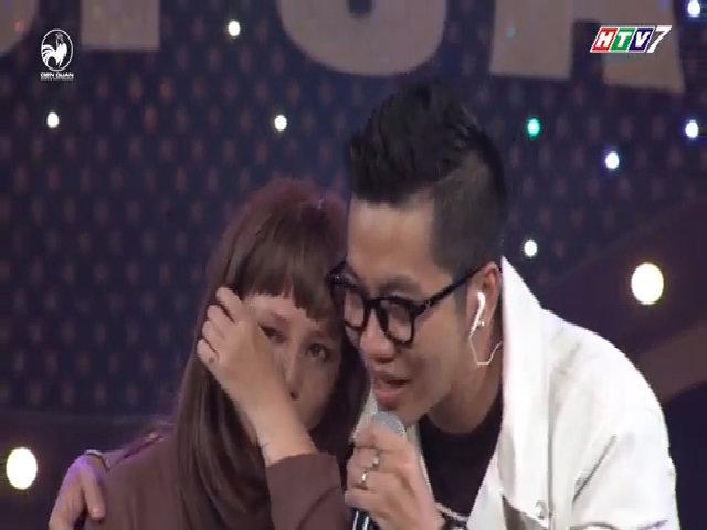 Ngọc Linh bật khóc trên sân khấu