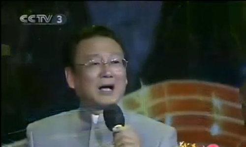 """Tưởng Đại Vi hát live """"Xin hỏi đường ở nơi nào"""""""