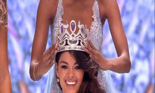 Khoảnh khắc trao vương miện Miss South Africa 2017
