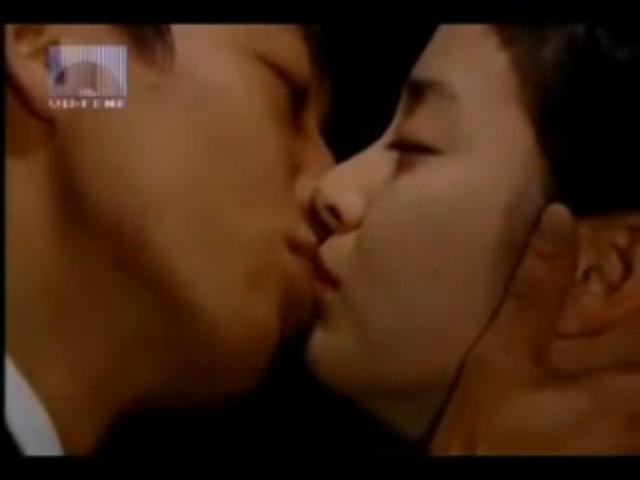 Phân cảnh tình tứ của Kim Rae Won trong phim