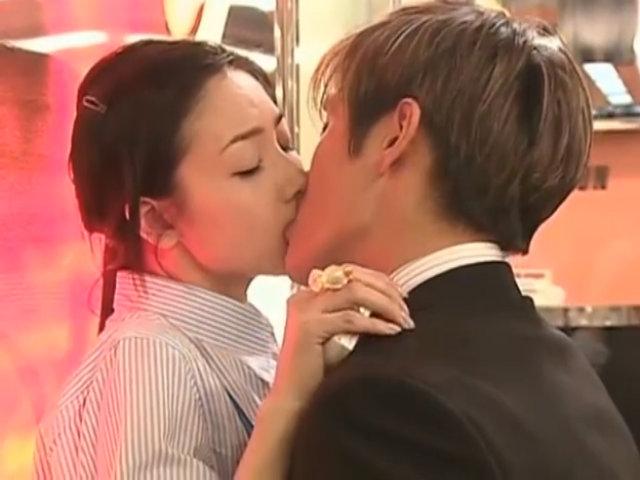 """Phân cảnh gây sốt của Choi Ji Woo và Lee Byung Hun trong """"Những ngày tươi đẹp"""""""