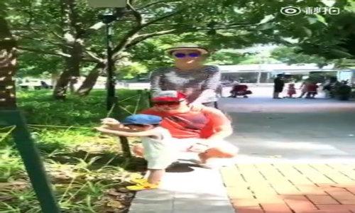 """Con trai Phạm Văn Phương """"ghen"""" khi mẹ ôm bố"""