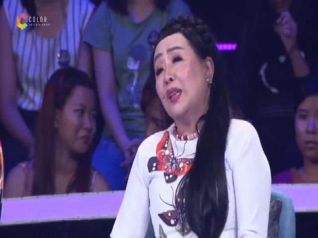 Quang Linh cười gượng vì bị NSND Thu Hiền gọi là 'cô'