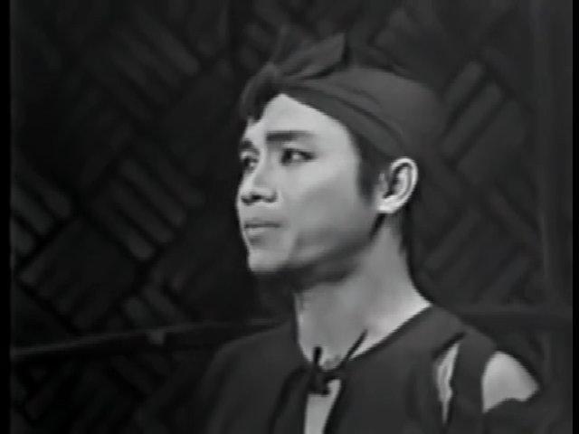 Nghệ sĩ Thanh Sang và Thanh Nga trong vở 'Bên cầu dệt lụa'