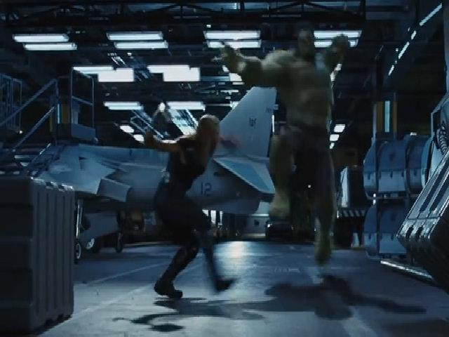 """Thor đánh nhau với Hulk trong phim """"The Avengers"""""""