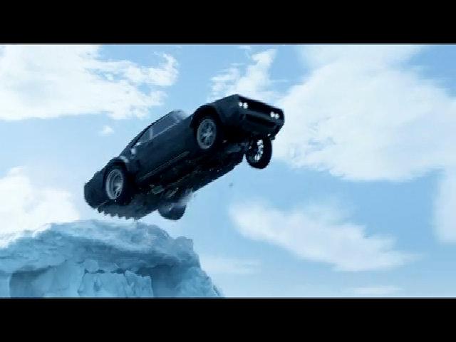 """Cảnh hành động mạo hiểm trong """"Fast & Furious 8"""""""