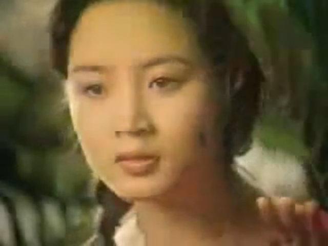 """""""Nữ hoàng sexy"""" đẹp cuốn hút trong một quảng cáo năm 1990"""