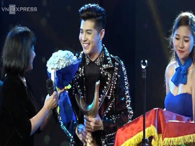 Noo Phước Thịnh đạt giải cống hiến ca sĩ của năm