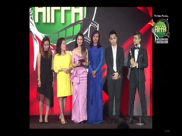 Đoàn phim của Hồng Ánh nhận giải tại LHP ASEAN