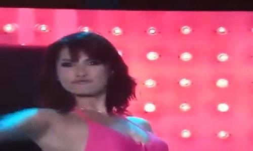 Maria Ozawa trình diễn bikini tại sự kiện của tạp chí FHM Philippines