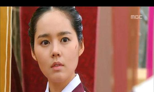 Han Ga In trong 'Mặt trăng ôm mặt trời'