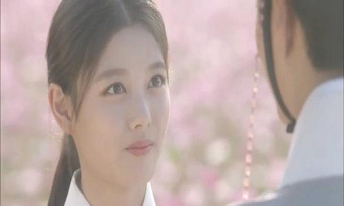 Vẻ xinh đẹp của Kim Yoo Jung trong 'Mây họa ánh trăng'