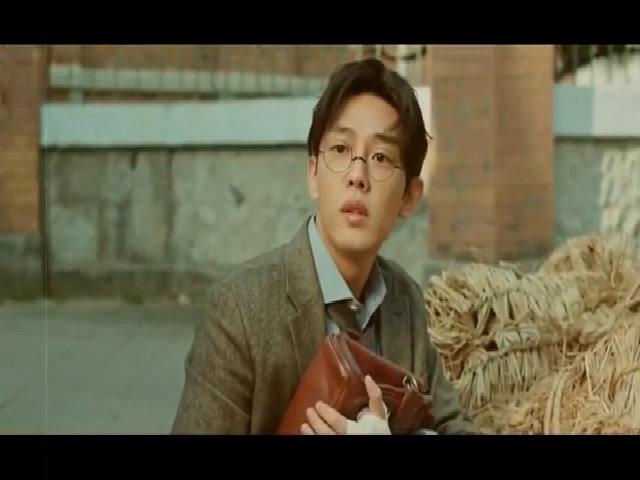 """Yoo Ah In trong phim """"Vũ khí nhà văn"""""""