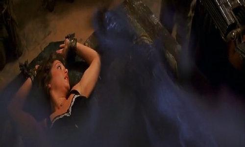 Rachel Weisz bị trói cùng xác ướp