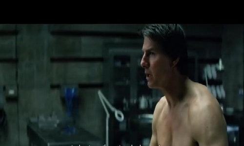 Tom Cruise cởi trần khoe cơ bắp trong phim mới