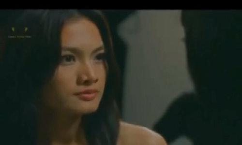 """Anh Thư tát Xuân Lan trong phim """"Những cô gái chân dài"""""""