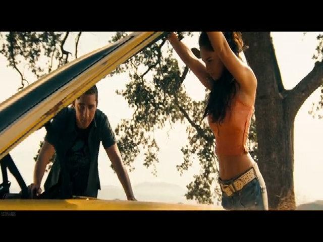 Cảnh nóng bỏng của Megan Fox trong phim