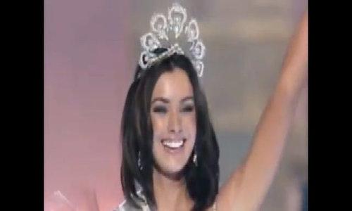 Khoảnh khắc đăng quang Hoa hậu Hoàn vũ 2005 của Natalie Glebova