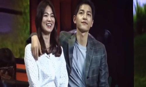 Song Joong Ki choàng vai Song Hye Kyo