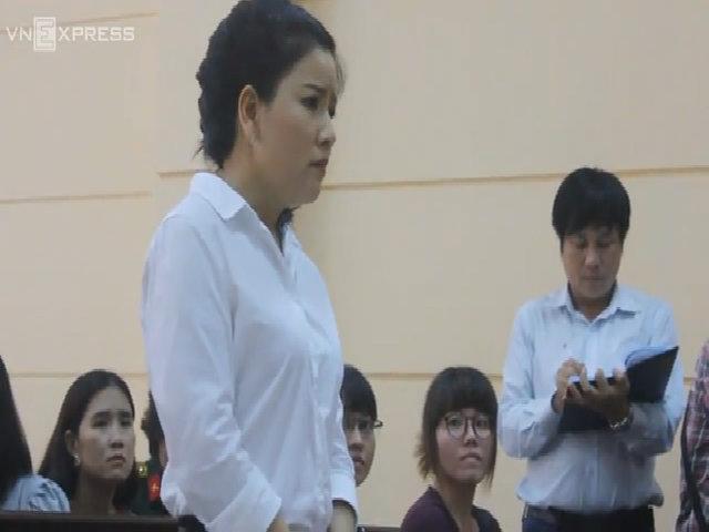 Ngọc Trinh bắt tay đàn anh bị mình kiện ở tòa án