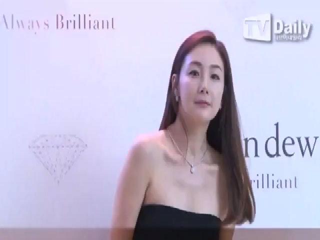 Choi Ji Woo khoe nhan sắc trong sự kiện tháng sáu vừa qua
