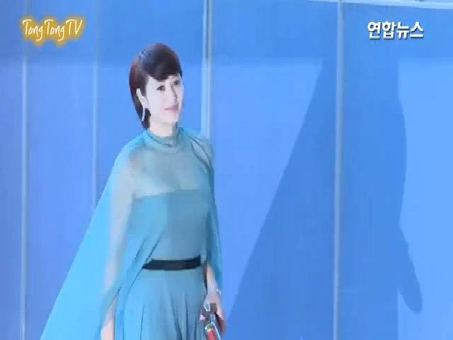 Kim Hye Soo trên thảm đỏ Baeksang Arts Awards 2017