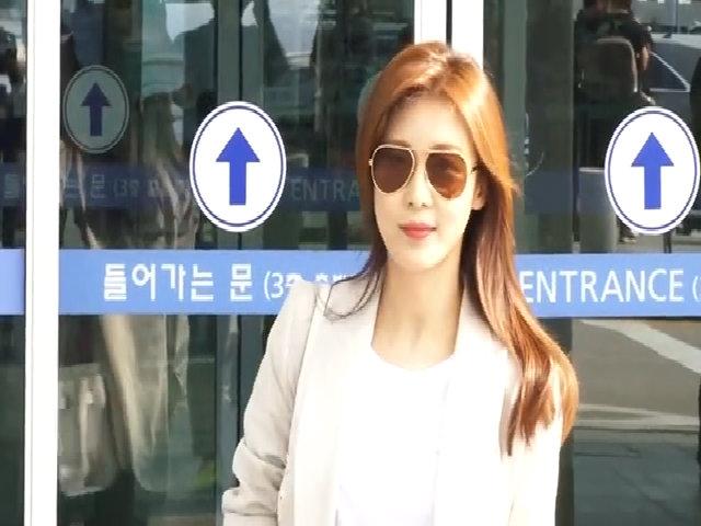 Thời trang sân bay năng động của Ha Ji Won