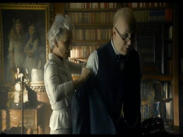 Gary Oldman gây bất ngờ với tạo hình to béo khi đóng vai Thủ tướng Anh Churchill trong Darkest Hour