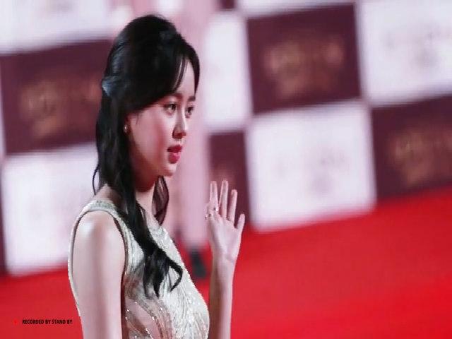 Kim So Hyun đẹp tinh khôi trên thảm đỏ KBS năm 2016