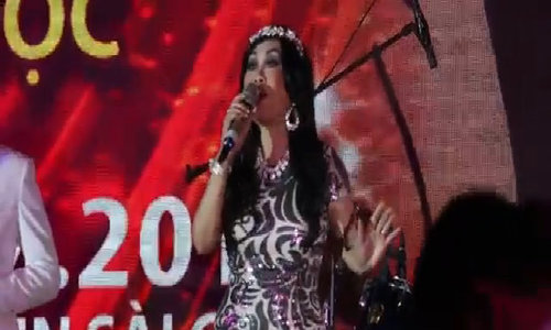 """Thanh Lan hát """"Búp bê không tình yêu"""""""