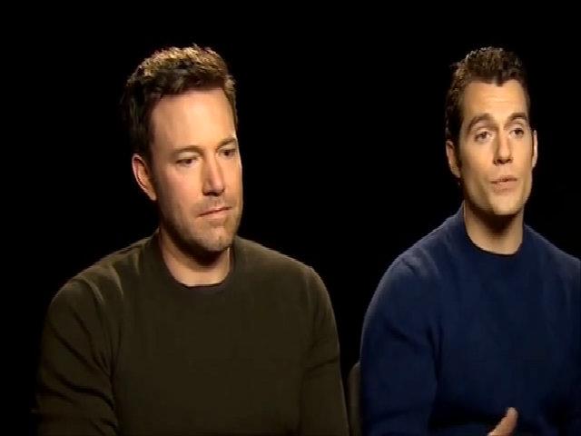 Phản ứng hài hước của Ben Affleck khi Batman v Superman bị chê