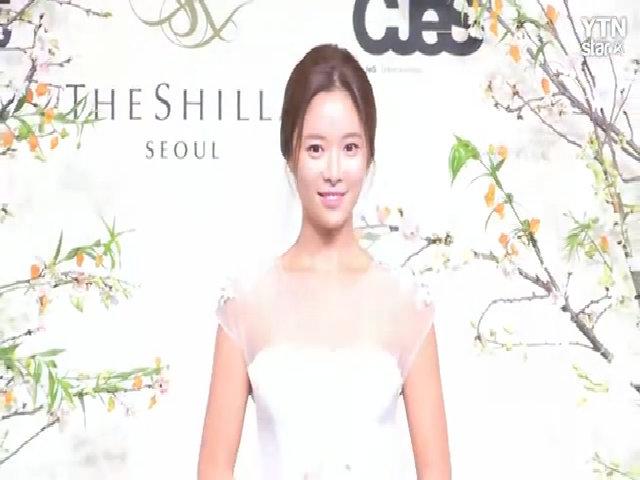 Hwang Jung Eum rạng rỡ trong ngày cưới