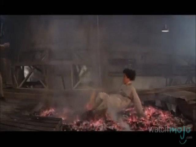 Jackie Chan té lên than