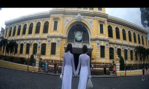 Thúy Ngân cùng người đẹp Trung Quốc dạo phố Sài Gòn