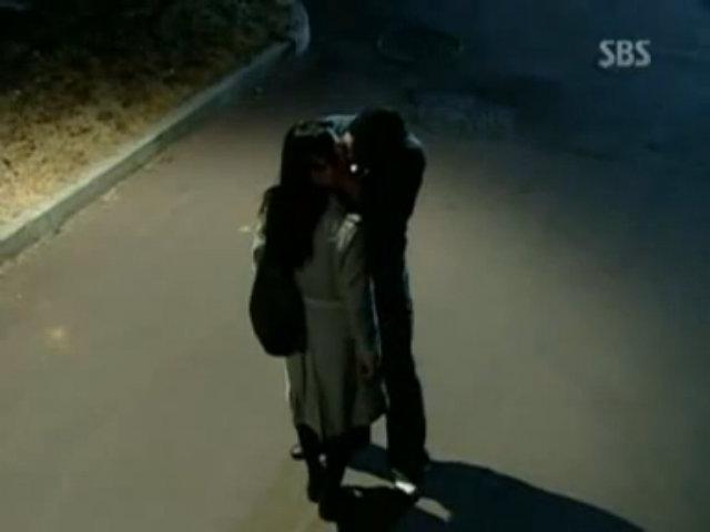 Cảnh hôn của Go Hyun Jung - Jo In Sung trong phim 'Ngày xuân'