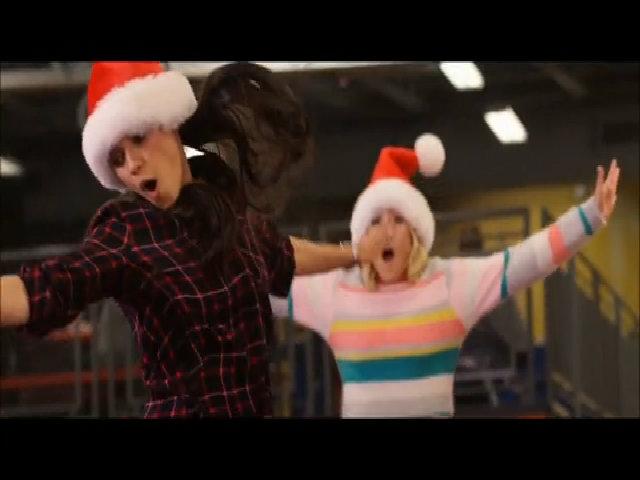 Mila Kunis hóa thân bà mẹ hư trong phim 18+ A Bad Moms Christmas