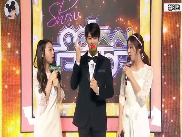 Cha Eun Woo trổ tài làm ảo thuật trên 'Show! Music Core'
