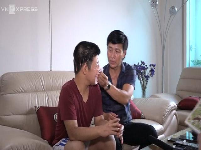 Diễn viên Quốc Tuấn rớm nước mắt kể về con trai