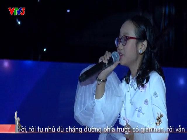 MC The Voice Kids bị thí sinh nhí 'chỉnh' trên sân khấu