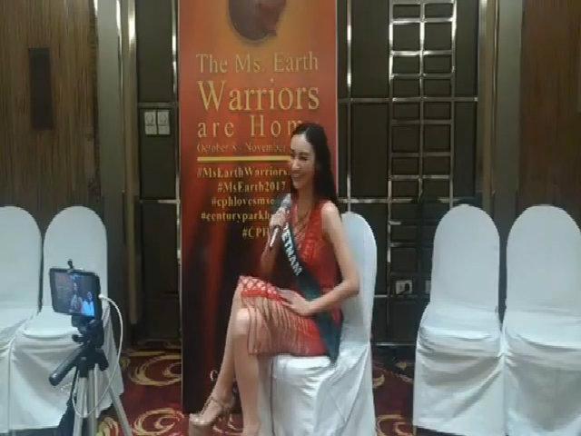 Hà Thu hát 'Hello Vietnam' ở Miss Earth