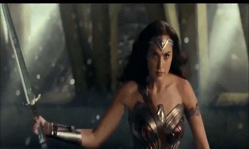 Siêu anh hùng chiến đấu giữa thành phố tan hoang trong 'Justice League'