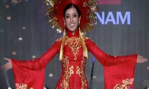 Huyền My trình diễn áo dài tại Miss Grand International