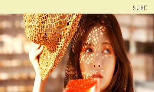 HyunA chụp hình cho tạp chí Sure