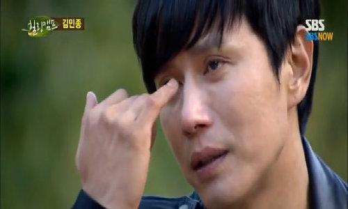 Kim Min Jong bật khóc khi nói về cha mẹ