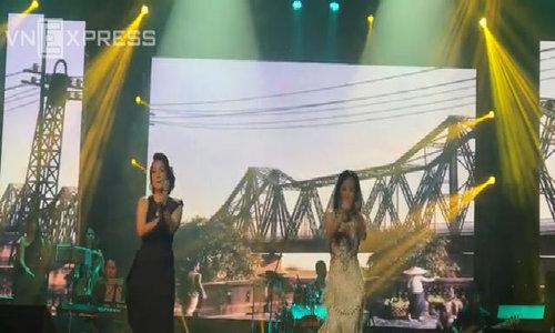Mỹ Tâm và Hông Nhung hát 'Phố cổ'